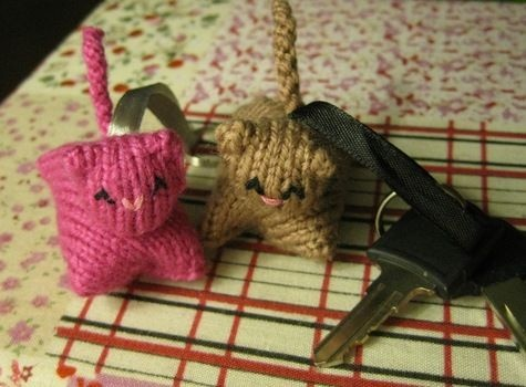 Knitty Kitty... looks like a deceptively simple knitting project