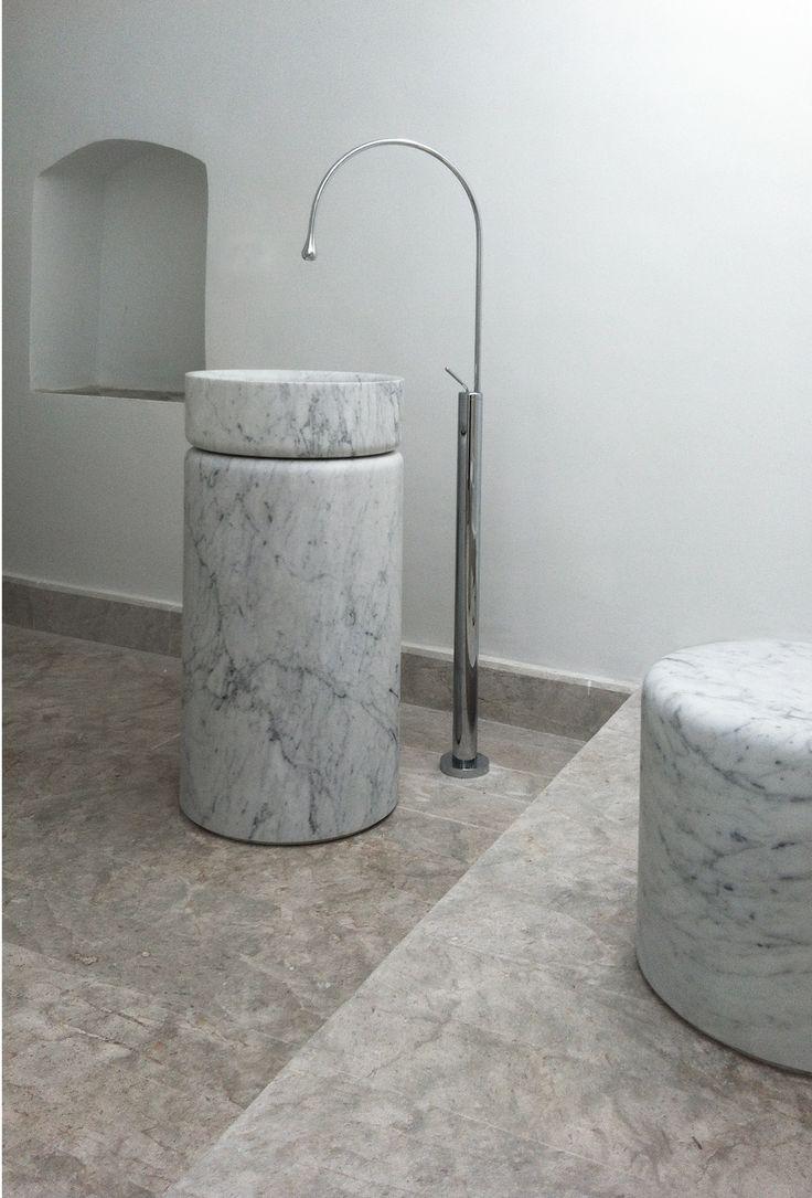 "column washbasin ""Source"" + Goccia free standing faucet"