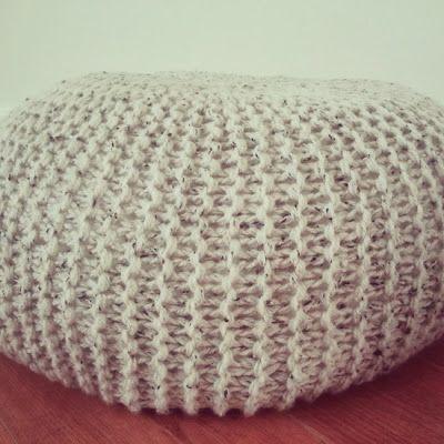 Jacqueline's Scrap enzo: Gebreide poef / Knitted pouf