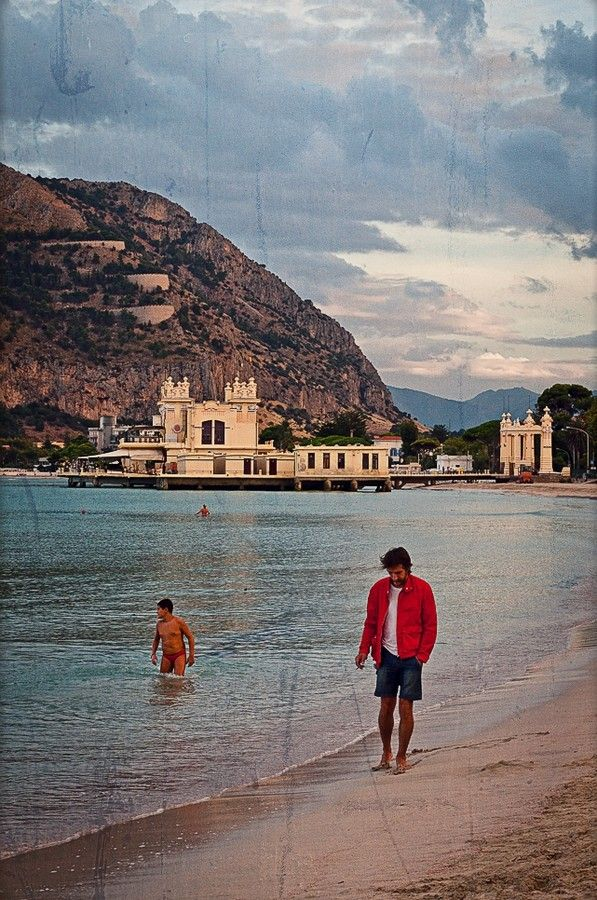 Walking on the past by Francesco Zappalà on 500px #mondello #walking #charleston