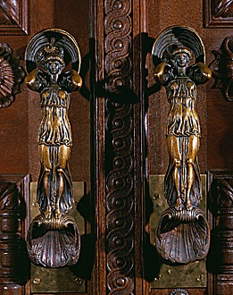 Bronze door handles how cool are these - would love to have them.