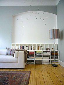 Open, straight-line shelf for the livingroom.