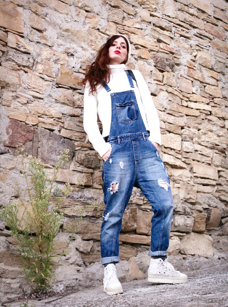 #salopette #white #winter #denim #jeans #outfit #streetstyle