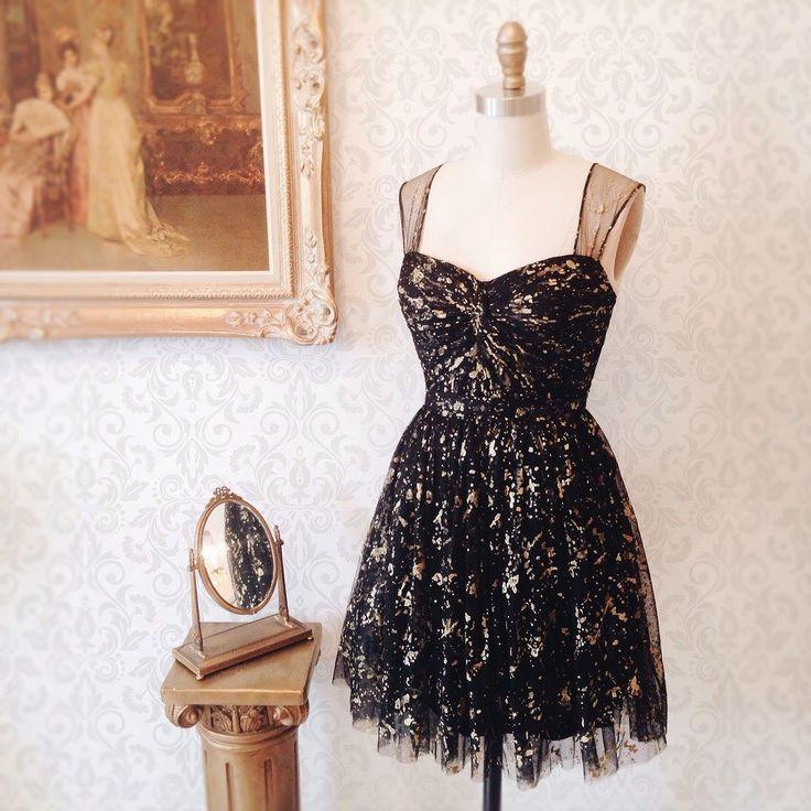 Lisbeth 8 nouveautés ! Disponible au / Available on www.1861.ca Découvrez notre nouvelle boutique soeur @boudoir1861 / Discover our new bridal boutique #boutique1861 #littleblackdress #blackdress #blackandgold #partydress #vintagestyle #ootdcanada #ootdmontreal #mtlmoments