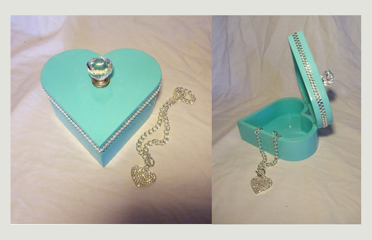 Tiffany Colour heart-shaped jewellery box. Diamond knob & rhinestone accents.  Great by itself or to hold that special gift for mother's day, Valentine's, or any other special occasions.      * Necklace not available.