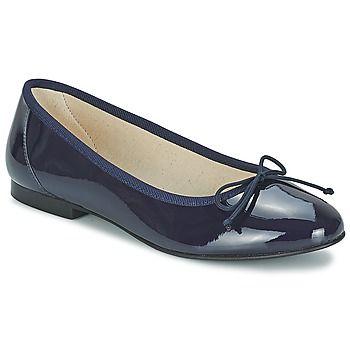 De ballerinas, een zo voorkomende schoen dat het niet meer zou opvallen denk je. Maar niets is minder waar want elke vrouw met ballerinas aan de voeten weet dat zij een mooi paar schoenen draagt en dat dit haar outfit meer dan compleet maakt.