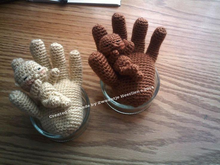 Zwaantje Creatief: Daar is tie dan ! Het gratis patroon van hand met een baby! Niet voor commerciële doeleinden....maar voor persoonlijk gebruik!