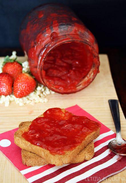Letizia in Cucina: Confettura di fragole e fiori di sambuco
