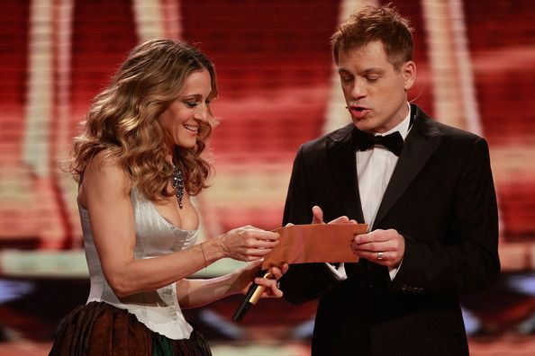Sarah Jessica Parker Photos Photos - Host Sarah Jessica Parker and comedian Michael Mittermeier perform during the Bambi 2010 Award Ceremony at Filmpark Babelsberg on November 11, 2010 in Potsdam, Germany. - Bambi 2010 - Show