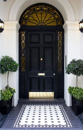 Splendor in the South - <3 the black & white tiles that lead to the door, looks like a rug