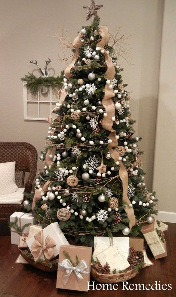 Adorable 40 Easy and Inexpensive DIY Christmas Tree Decoration Ideas https://homstuff.com/2017/11/21/40-easy-inexpensive-diy-christmas-tree-decoration-ideas/