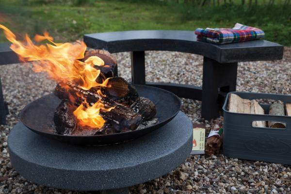 Tűzgyújtó tál kerek gránit lapon.
