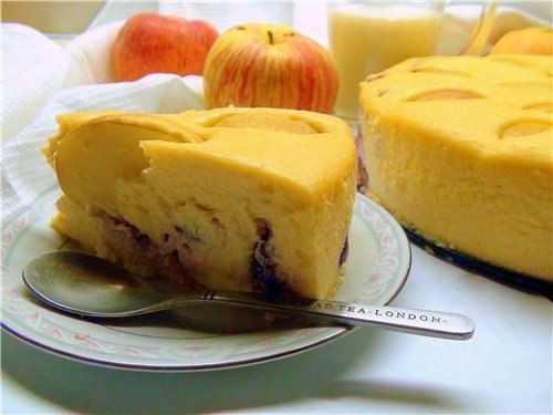 Diet dessert of cheese and apples
