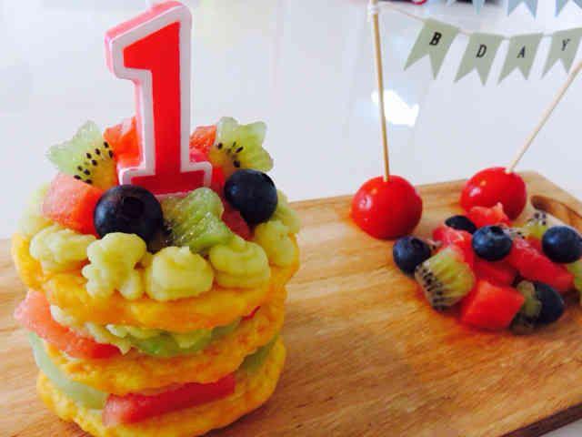 1歳誕生日ケーキパンケーキと野菜クリームの画像