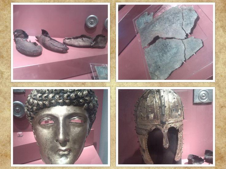 Deze voorwerpen zijn waarschijnlijk eigendom geweest van Romeinse hoge officieren. Romeinse ruiters waren in het bezit van prachtige gezichtsmaskers. Natuurlijk hadden ze ook schoenen nodig.  De verzilverde sierschijven waren bevestigd op de leren riemen van het paardentuig. De gouden helm is gevonden in het Peelmoeras. Het was gebruikelijk om na een gelukkige diensttijd delen van je uitrusting te offeren aan de goden.  Zou dat met deze prachtige voorwerpen ook zijn gebeurt?