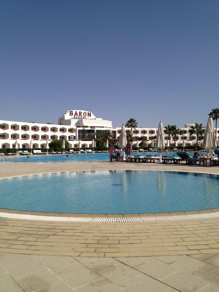 En stilfuld, elegant og prestigefyldt femstjernet luksushotel med en moderne arkitektonisk flair. Det overser en fantastisk beachfront tilbagetog med over 600 af smuk privat silkeagtig hvide sandstrand.