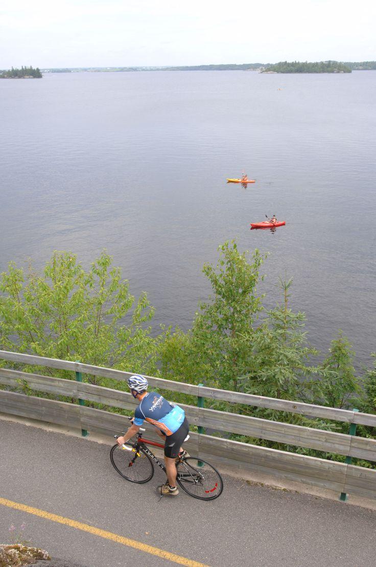 La #veloroute permet de voir des points de vue uniques du #Saguenay_Lac.Tous droits réservés (c) Michel Tremblay