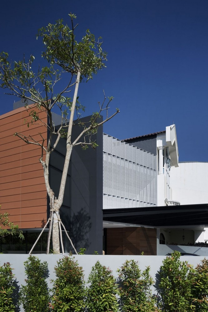 Armadillo House / Formwerkz Architects