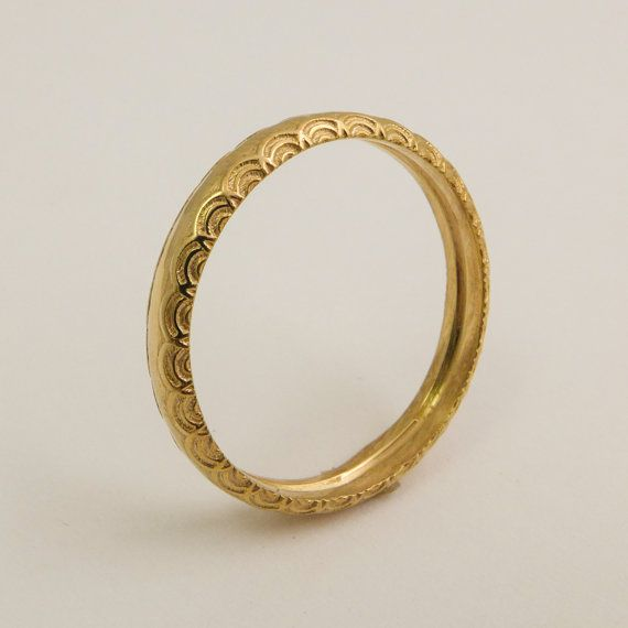 14 karat solid gold round wedding band for women, decorated with delicate pattern. Shaped as classic round wedding ring, with delicate arcs