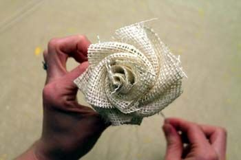 Burlap flowers tutorial: Burlap Flowers Bouquets, Burlap Flower Tutorial, Flower Bouquets, Burlap Roses, Burlap Crafts, Burlap Flowers Tutorials, Fabrics Flowers, Diy Burlap, Burlap Bouquet