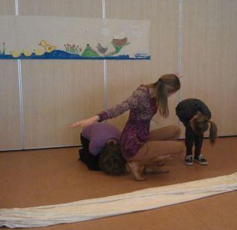 Op deze site van Juf Anke vind je heel wat ideeën rond drama om te gebruiken in de klas.