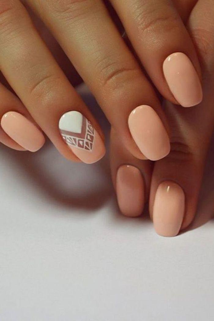 uñas pintadas en colores pasteles, suaves, diseño interesante con blanco en el dedo anular