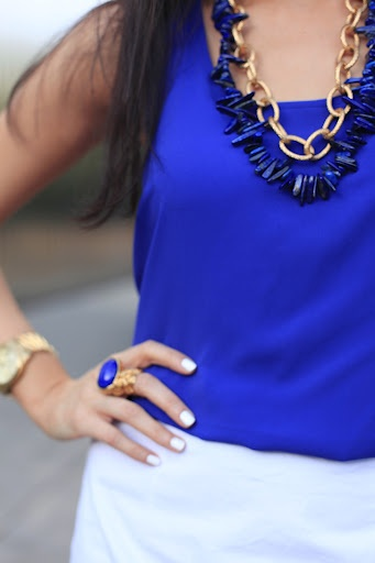 Cobalt and white: Color Palettes, Cobalt Blue, Royals Blue, Color Combinations, Fashion Looks, White Gold, Deep Blue, Blue And White, Chunky Necklaces