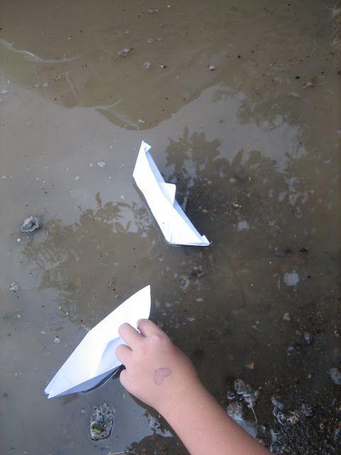 Σκέψεις θάλασσα...μα οι λέξεις σταγόνες..!: Νταβιγλάκη Πόπη 19/ 12/ 20014Χάρτινες βαρκούλες τα...