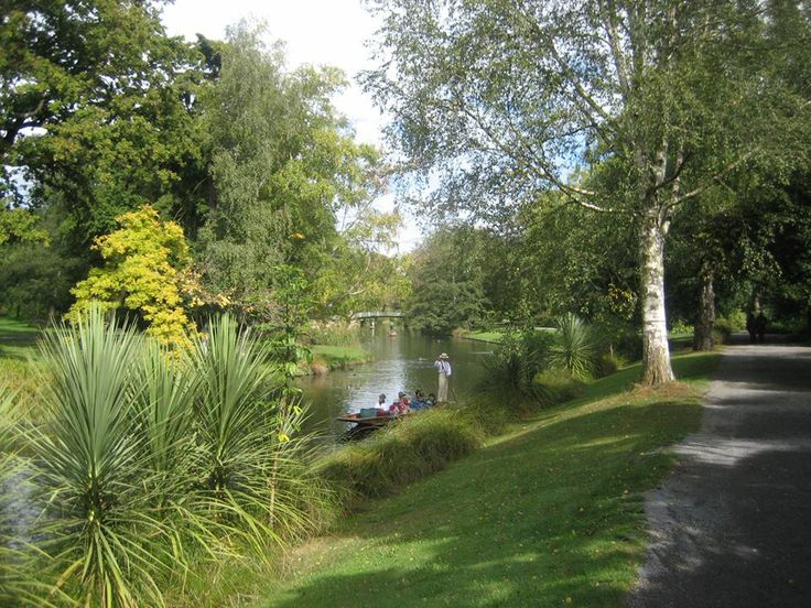 A stroll by the Avon or a punt down it - a peaceful interlude in a busy day #christchurch #pictureourcity #punting