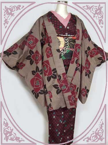 赤のクロスの幾何学模様の銘仙にアールデコの薔薇模様の長羽織