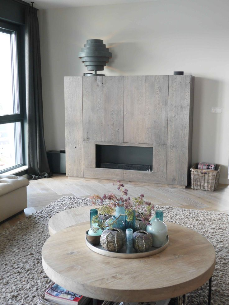 25 beste idee n over tv kamers op pinterest appartement decoreren tv ophangen en tv kamer - Houten buffet recyclen ...