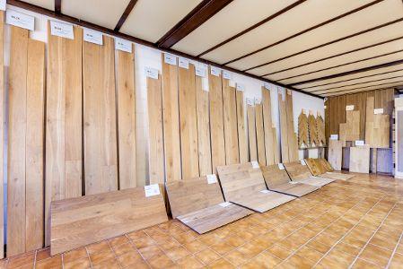 21% korting op alles bij Belat -21% op al onze houten vloeren: parket, massieve eik, lamelparket, grenen, dennen, es. -21% op onze tegels -21% op al onze massieve eiken balken. -21% op al onze toebehoren: plinten, lijm, olie, vernis, ... -21% op plaatsing van vloeren.  Voorbeelden: - Eiken lamelparket 13/4 x 220mm van 37,65 €/m² nu voor 29,75 €/m² - Massieve eiken plankenvloer rustic 15 x 160mm van 33,80 €/m² nu voor 26,70 €/m² - Grenen 23 x 100 x 2000 mm van 8,30 €/m² nu voor 6,55 €/m²