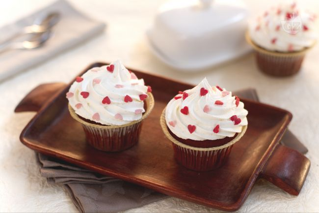 I red velvet cupcake sono la versione monoporzione della famosa torta americana caratterizzata dal suo colore rosso carminio.