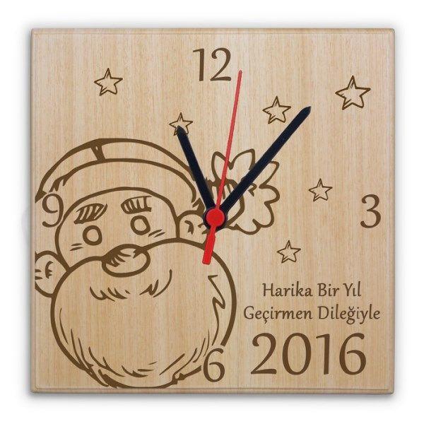 Yıllarca duvarlarınızdan düşmeyecek en güzel saat gene BuldumBuldum.com'dan geliyor. Yılbaşına Özel Mesajlı Ahşap Saat hem anlamlı hem de unutulmayacak bir yılbaşı hediyesi alternatifi.