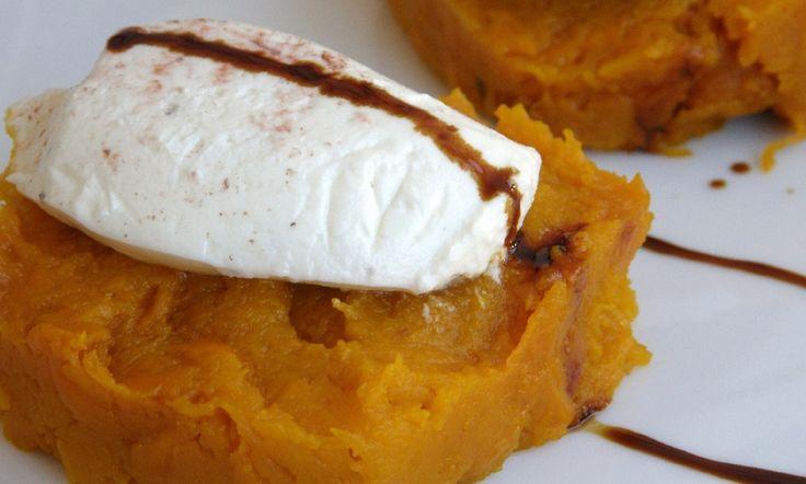 #Thanksgivings #ideas Pumpkin puree with goat cheese mousse and balsamic vinegar   Sensibus.com