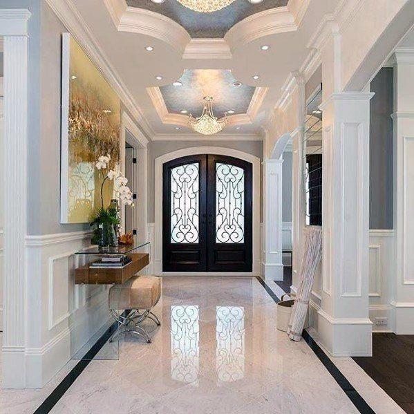 Le Plancher De Cette Entree Majestueuse Est Recouvert De Grand Carreaux De Marbre Blanc Poli Foyer Design Foyer Tile Ideas House Design