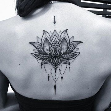 imagenes de flor de loto para tatuar espalda alta
