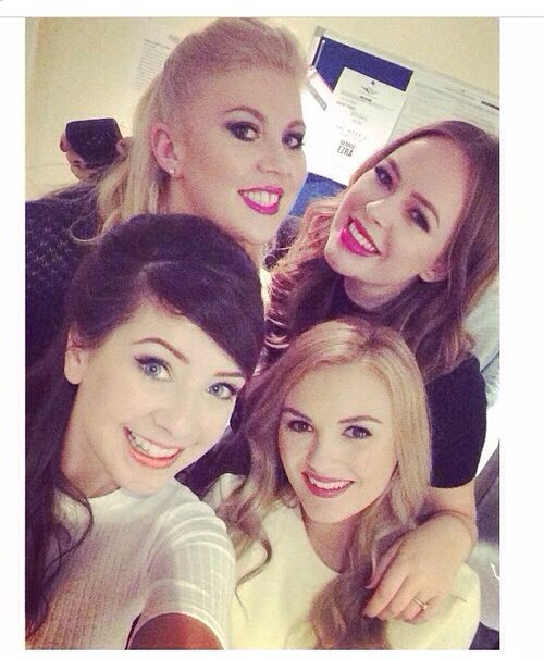 Louise Pentland (sprinkleofglitter), Tanya Burr (pixi2woo), Zoe Sugg (zoella280390), & Niomi Smart (niomismart) of YouTube UK <3
