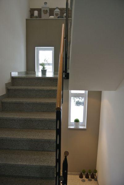 im treppenhaus l sst sich sehr gut eine wand durchgehen in einer farbe absetzen kolorat. Black Bedroom Furniture Sets. Home Design Ideas
