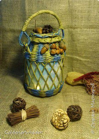 Декор предметов Новый год Плетение Фонарь-подарок из банки из под огурцов и газеты +MK Банки стеклянные Бумага газетная Трубочки бумажные фото 1
