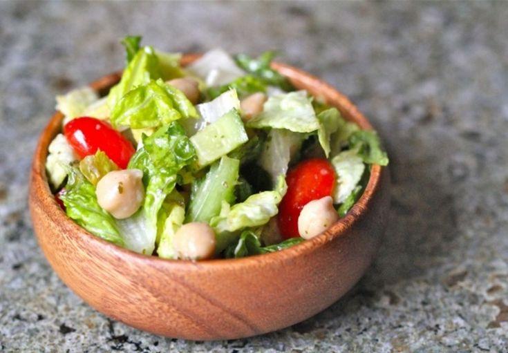 Salada de Alface, Pepino, Tomate-Cereja e Grão-de-Bico