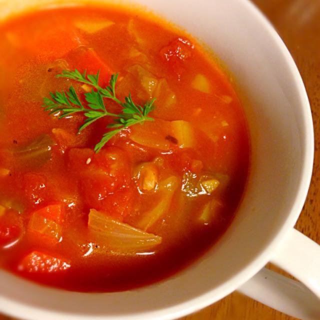 人参のへたから育てた人参の葉で 飾り付けてみました( ﹡ˆoˆ﹡ ) - 4件のもぐもぐ - 大豆入りミネストローネ風スープ♡育てた人参の葉入り♡ by mikaiku