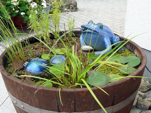 Keramik Brunnen Frosch Handmodelliert Als Wasserspeier Mit Holzbottich O Ca 70 Cm Wasserspeier Holzbottich Brunnen