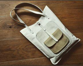 «Бежевые кармашки Простая и удобная планшетка на каждый день. Снаружи два кармана, каждый на несколько тонов темней. Внутри вместительный карман.…»
