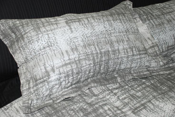 Storm Grigio - Copripiumino con un design moderno ispirato ai colori grigi tenui della natura che torna all'armonia dopo la tempesta - 100% Cotone.