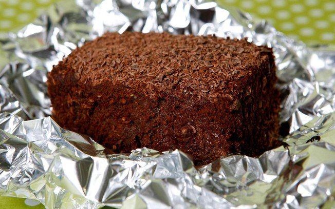 Bolsa de Mulher. Bolo gelado de chocolate fácil. Delicio e prático. Aprenda a fazer essa fácil receita de bolo gelado de chocolate, delicioso para servir as visitas ou em uma festa. Essa dica rende aproximadamente 15 porções.