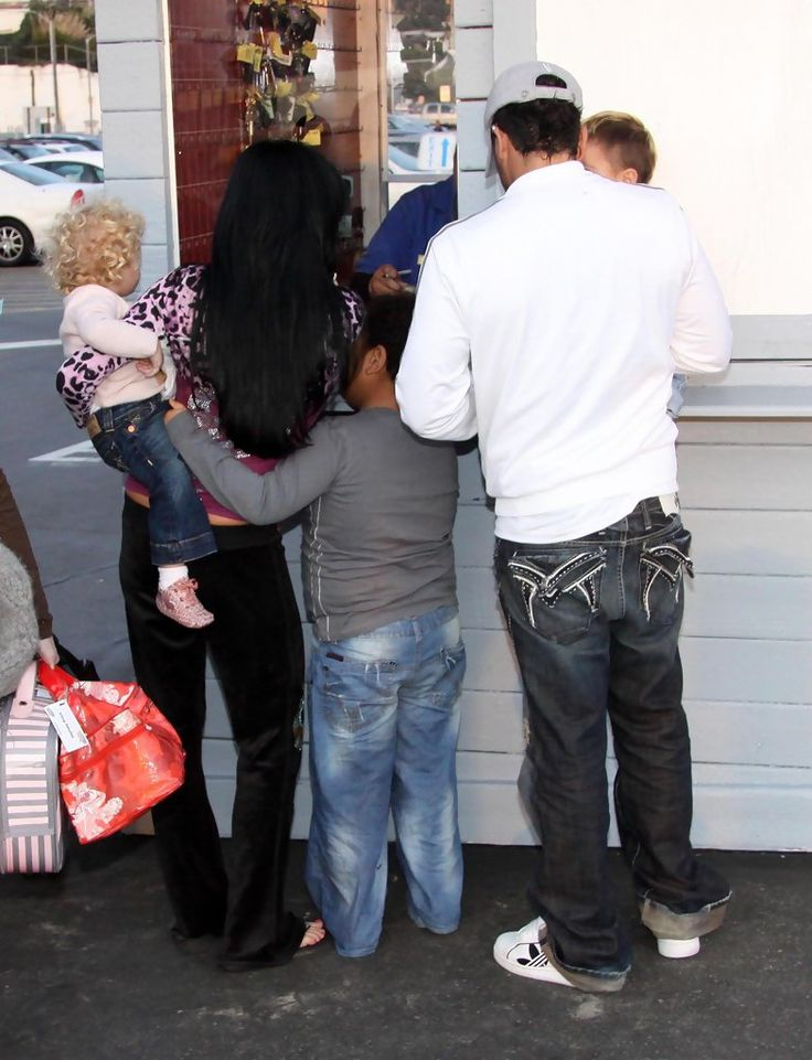 Katie Price and Harvey Price - Katie Price And Family Out To Eat In Santa Monica
