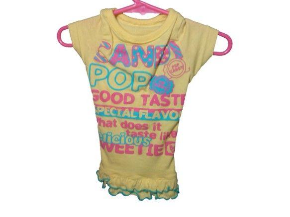 わんちゃん(犬服)のハンドメイドお洋服です。アルファベット模様のイエローワンピース☆飾り袖になります。●サイズ首周り:35cm着 丈:30cm 胸周り:34c...|ハンドメイド、手作り、手仕事品の通販・販売・購入ならCreema。