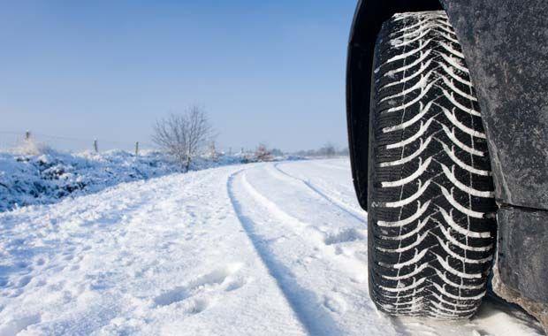 Run flat lastik teknolojisi ilk çıktığı günden bugüne oldukça gelişti. Artık bir çok araçta run flat lastikleri görmekteyiz. Fakat araç üreticileri tarafından run flat lastiklerin desteklenmediği araçlarda run flat lastik kullanmak da doğru değildir. Kış aylarına girdiğimiz şu günlerde bir çok araç sahibinin 1 Aralığı beklemeden kış lastiklerini taktırdığını görüyoruz.