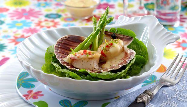 I denne oppskriften får stekte kamskjell en sprek smak av chili og hvitløk. #fisk #oppskrift